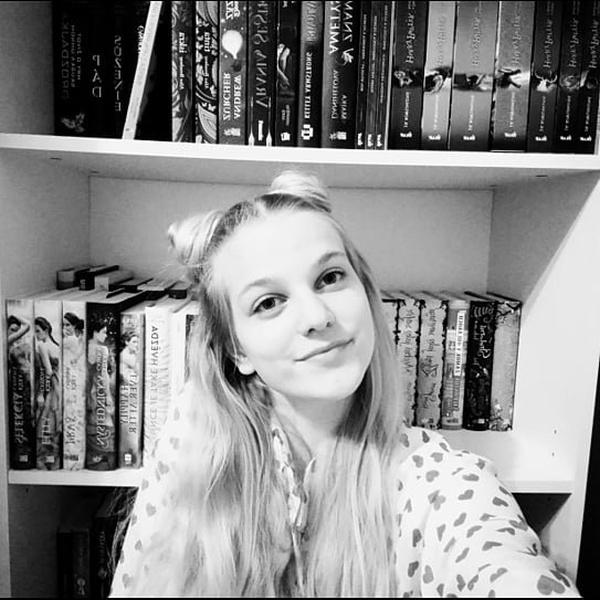 INSTAGRAM: booksbycami